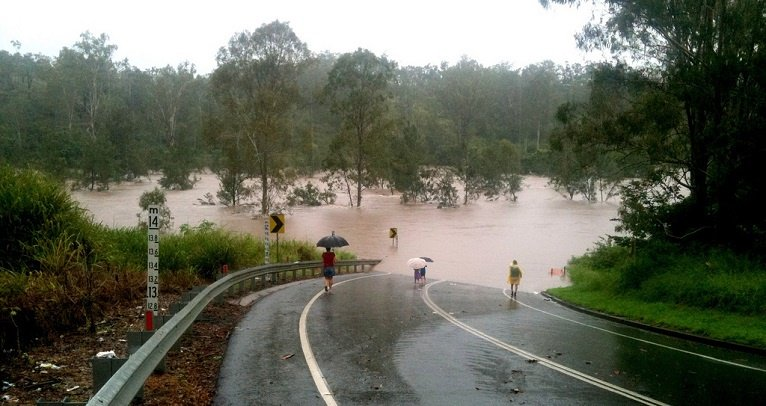 Queensland Floods 1 Colleges_Crossing_underwater_at_Chuwar.jpg